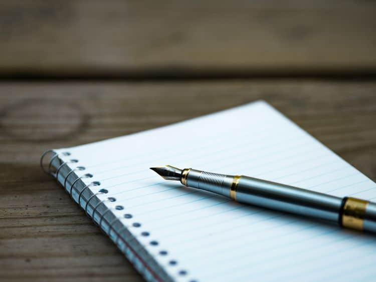 Füller auf Schreibblock